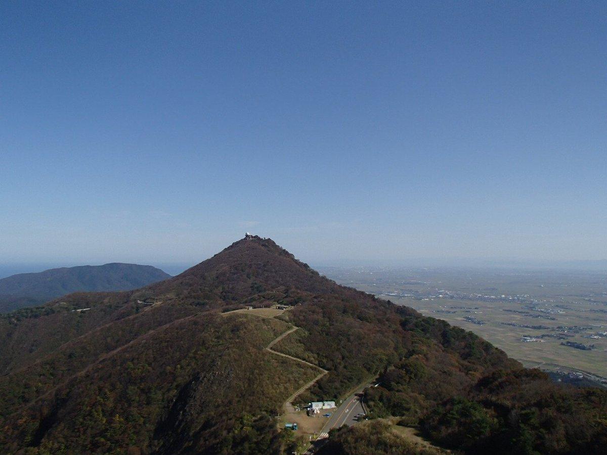 test ツイッターメディア - 今日の弥彦山 相変わらず穏やかにいい天気です。 平日の割に多くのお客様で賑わっております。 https://t.co/psQriXOt6l