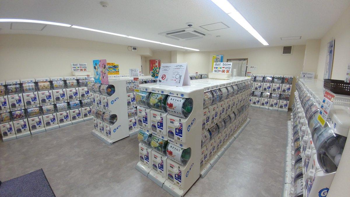 test ツイッターメディア - 本日、高津に無人のガチャ専門店【GACHA Osaka】をオープンしました!   ガチャガチャ設置台数は150台以上!   新商品の情報なども掲載していくので、ぜひフォロー下さい!   営業時間は、年中無休のAM9:00~PM9:00   電車でのアクセス:日本橋駅(地下鉄堺筋線・地下鉄千日前線)7番出口から徒歩7分 https://t.co/0H208j2GiA