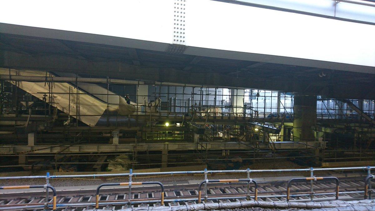 test ツイッターメディア - 渋谷駅埼京線ホーム新連絡通路(新埼京線ホーム)から新中央コンコースに連絡するための階段・エスカレーター付近。こう見ると連絡通路が新ホーム建設の支障になってたのがなんとなーく察することができる https://t.co/fakZtwiLpW