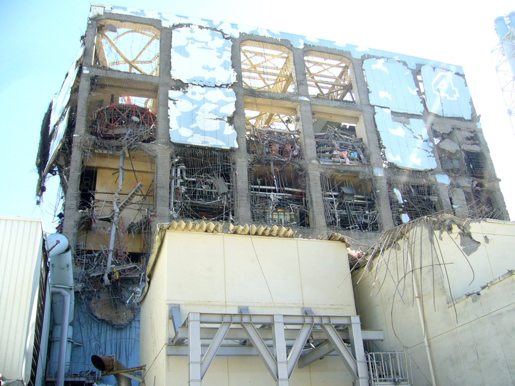test ツイッターメディア - 2度目の爆発を枝野は『4号機3階北西部階段付近から出火。』と伝えています。確かに3階北西部も爆発!此れが4階全体に拡がって、東電が米軍に助けを求めた事で、安倍晋三が柏崎刈羽原発で東電に請け負わせた「違法内職」失敗の後始末を福一原発4号機で遣らせた事も事実だと確認可能! https://t.co/jZ0tALrWmH