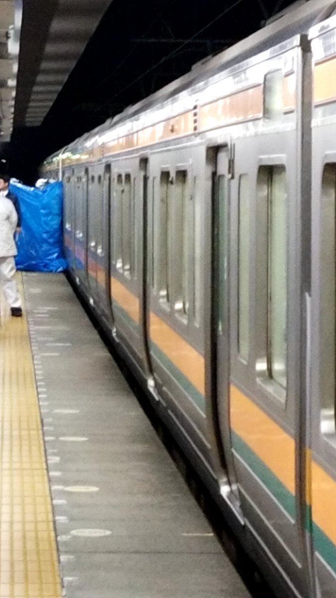 清水駅で人身事故が起きブルーシートで隠している現場画像