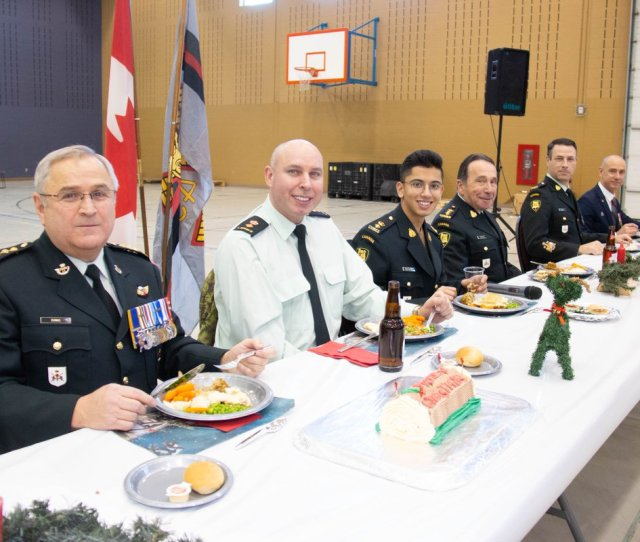 Grant Cree On Twitter The Loyal Edmonton Regiment Soldier Christmas Dinner Today In The Jefferson Armoury Theloyaleddies Comdcbg