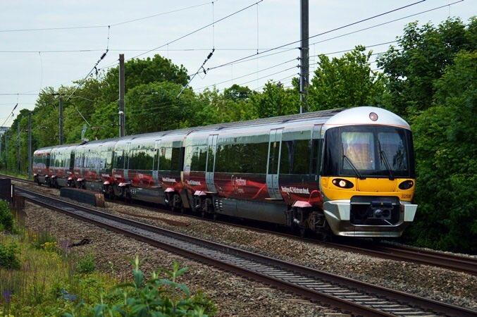 test ツイッターメディア - なんか見たことあるデザインやなと思ったら イギリス鉄道クラス332+東急6020系  JR東海の新型特急気動車… (写真は裏辺研究所様からの引用) https://t.co/qxm4GRUXXc
