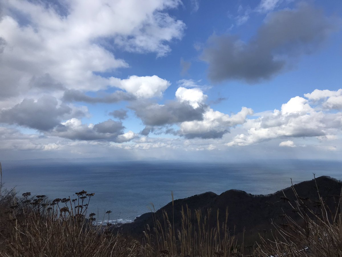 test ツイッターメディア - 弥彦山山頂 曇り予報でしたが、弥彦についたら青空がこんにちは。日本海と越後平野が望め絶景かな。 山頂駅から御神廟までの登山道が凍結していたので足はガクガク… https://t.co/DSrmmY4eHk