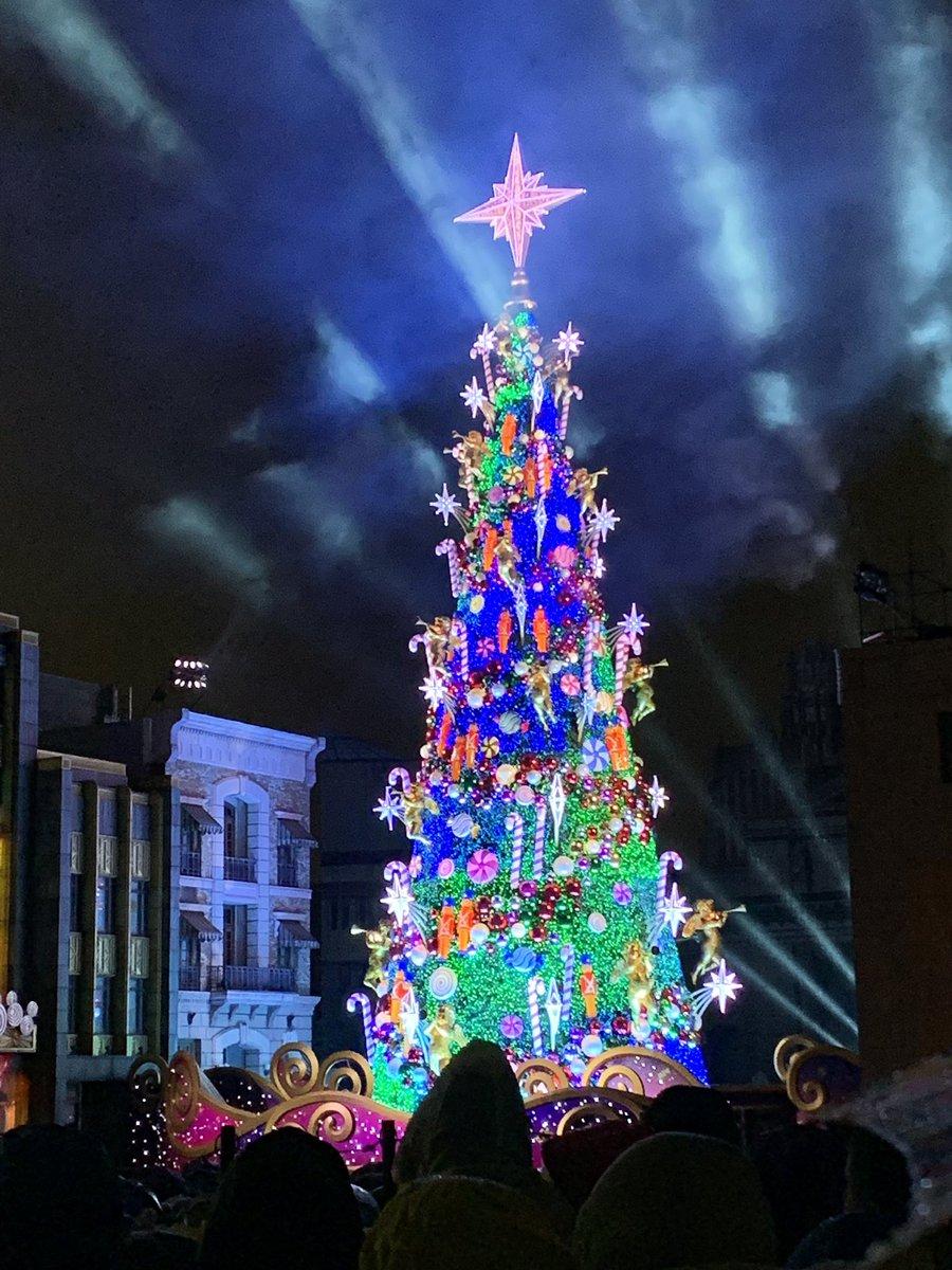 test ツイッターメディア - 雨の中USJで天使のくれた奇跡(クリスマスツリー点灯イベント)観てきた  雨のせいでプログラム短くなってたし、 天使は出てこないし、 割と苦行。  このご時世に何時間も雨の中過ごすとか、ないよね… https://t.co/xGfUe7qF6P
