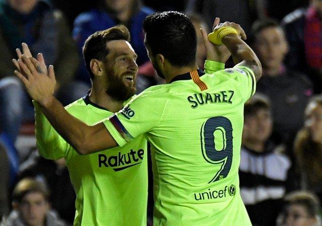 ميسي يقود برشلونة لاكتساح مضيفه ليفانتي 25
