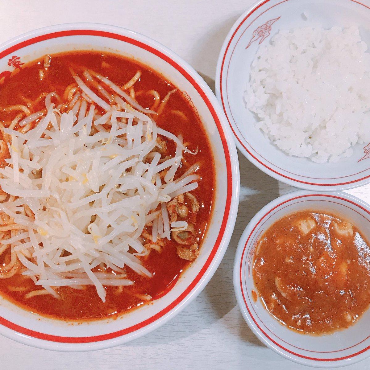 test ツイッターメディア - 蒙古タンメン中本で北極ラーメン食べてたら鼻血出てきた。鼻にティッシュ詰めながら汗だくで食べた。隣の人も店員さんも引いてた。でも俺は麺をすすり続けた。これが生きることなのだと。  テーブルに広がる、赤と白の世界。 https://t.co/izD7Ocv14c
