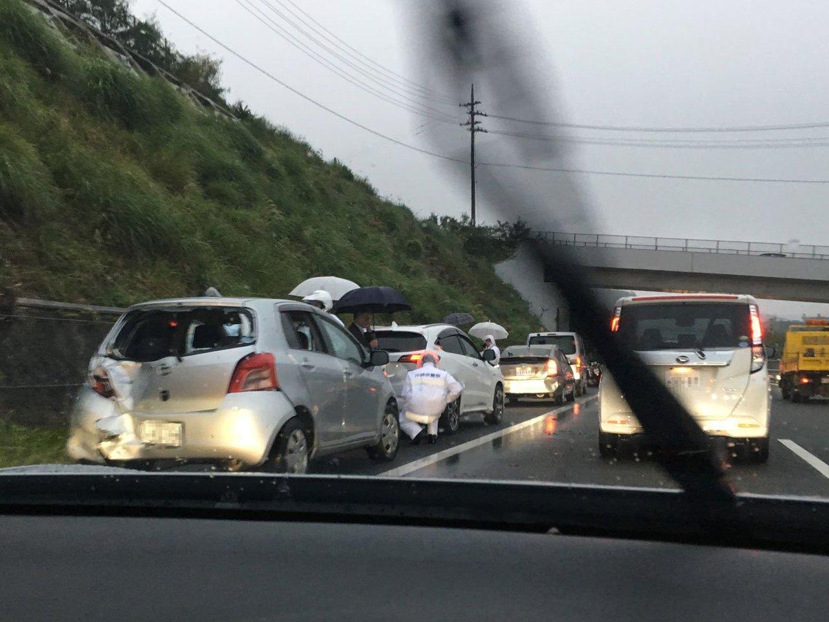 test ツイッターメディア - 今朝の渋滞の原因。沖縄自動車道北中城パーキングエリアちょっと手前の北向き。 https://t.co/U5jnk60L4W