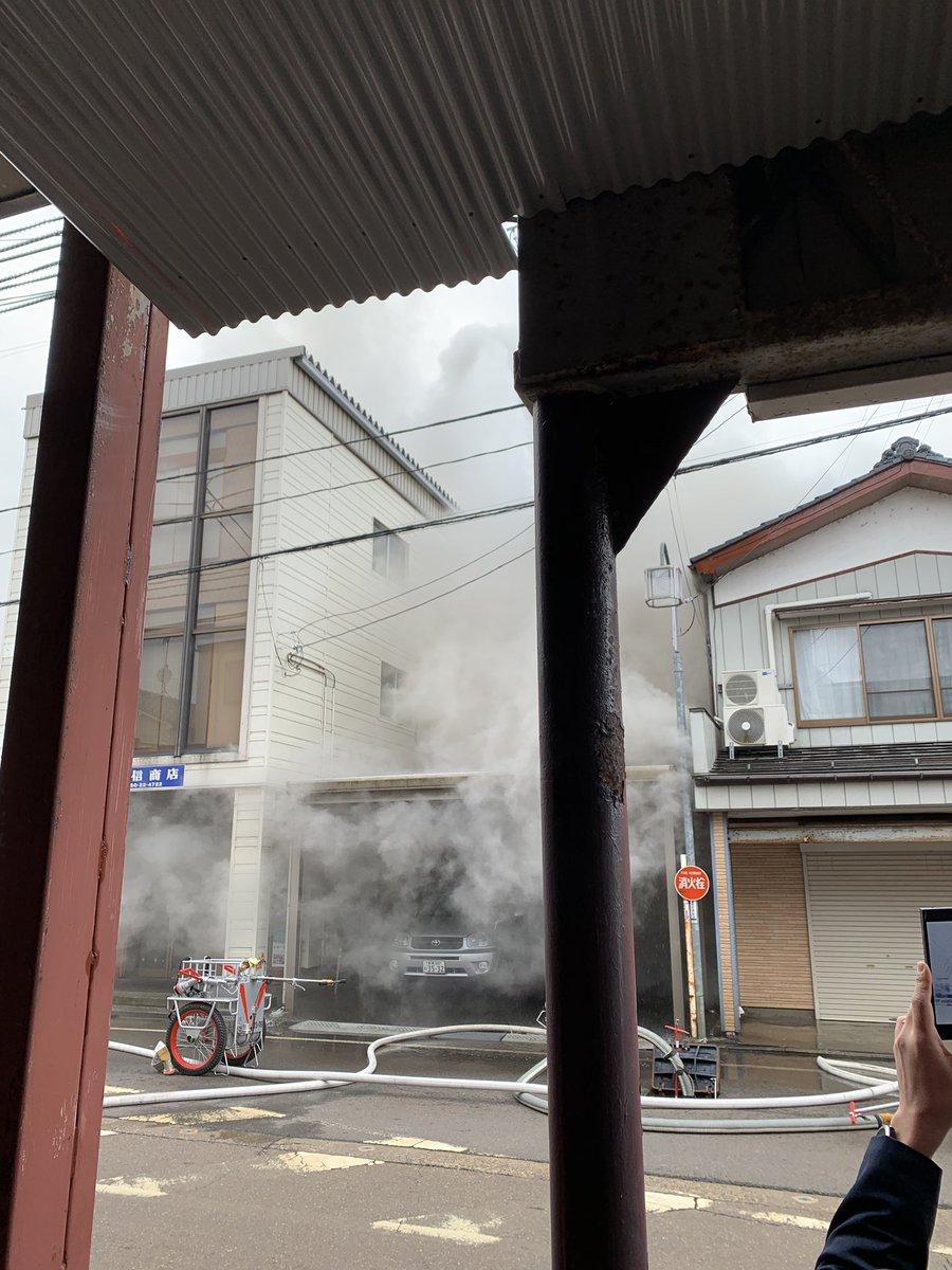 新潟市秋葉区新津本町3丁目の住宅で火災の現場画像