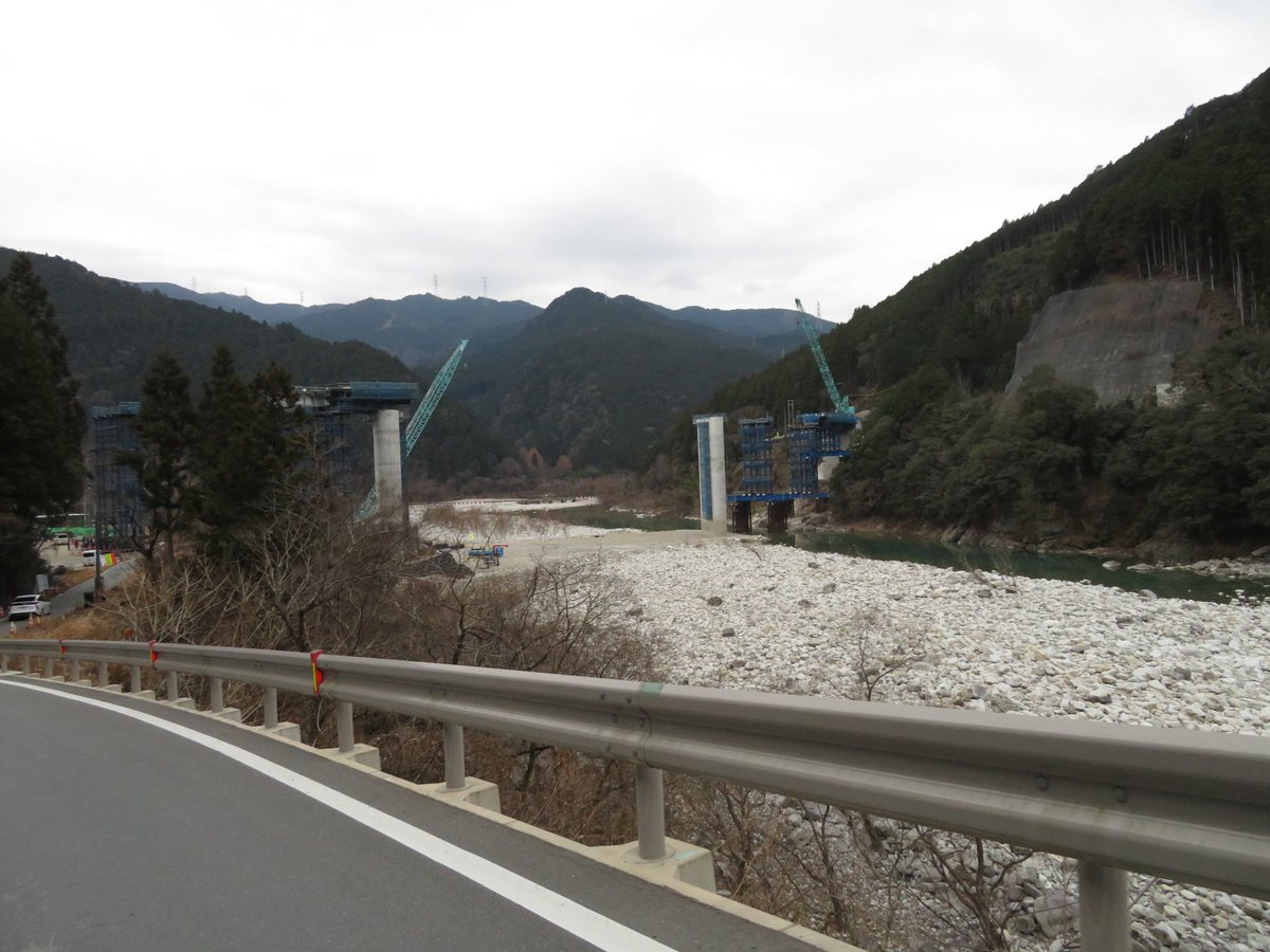 test ツイッターメディア - ダム放流時に通行止となる仮設道路と沈下橋。 そして現在建設中の新々原田橋。 https://t.co/iyMCpi58wk