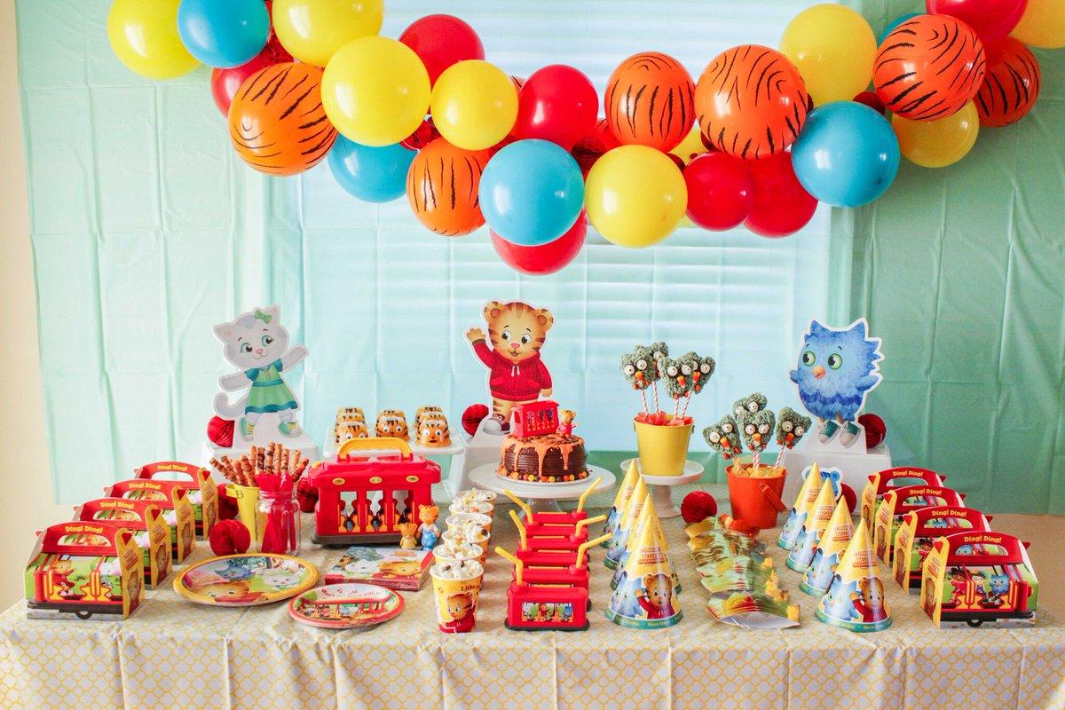 Birthdayinabox Na Tviteru This Daniel Tiger Party Looks Like A Roaring Good Time Danieltiger Danieltigerparty Danieltigerpartyideas Danieltigerpartytheme Partytheme Partythemeideas Partyideas Partyplanning Partysupplies