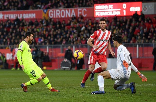 برشلونة يفوز خارج ملعبه على جيرونا في الليجا 25