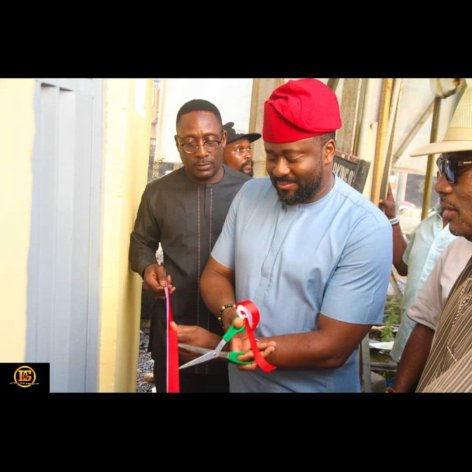 "Dz9DjX5WoAENoue - ""If you want to be made useless in life join APC"" – Nigerians Say As They Roast Desmond Elliot For Commissioning A Toilet Project"
