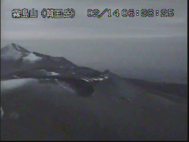 test ツイッターメディア - 溶岩はやっぱり熱いのね。新燃岳。 https://t.co/CY2b9KA9vO