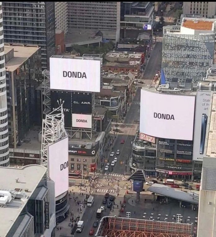 """SOUNDCITY AFRICA!'s tweet - """"Kanye and Drake having their album billboard  together in Toronto. DONDA and CLB 💿👀 """" - Trendsmap"""