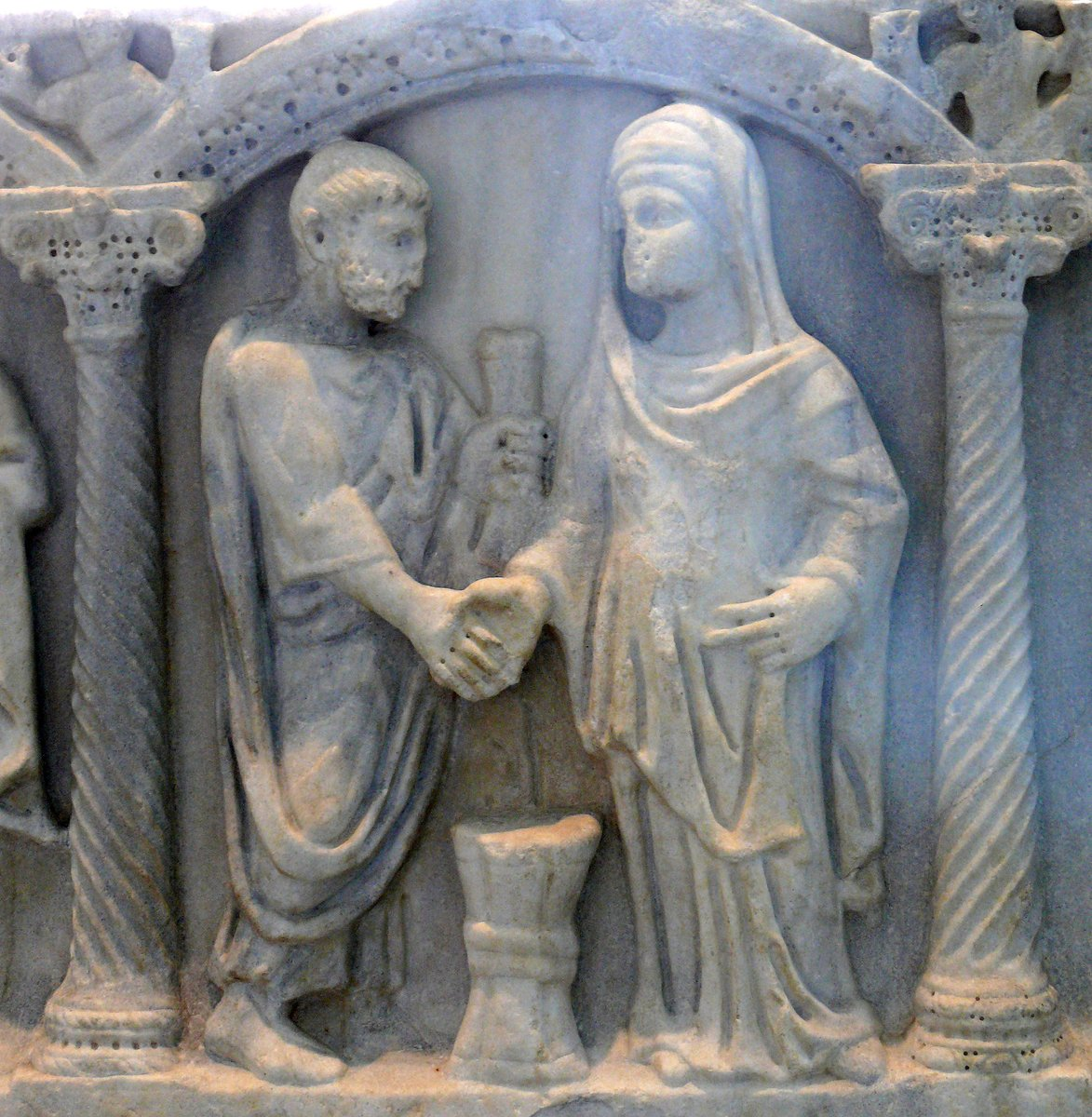 """Roman couple joining hands; the bride's belt may show the knot symbolizing that the husband was """"belted and bound"""" to her, which he was to untie in their bed (4th century sarcophagus)[1] - CC BY-SA 3.0"""