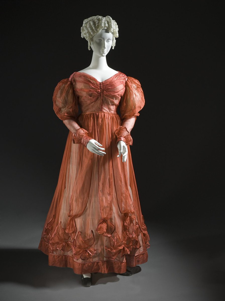 Silk plain weave (aeophane); silk satin lining and metal hooks and eyes; silk satin undersleeves with lace trim. Puffy sleeves, sweetheart neck. Gathered cuffs, gathered edges.