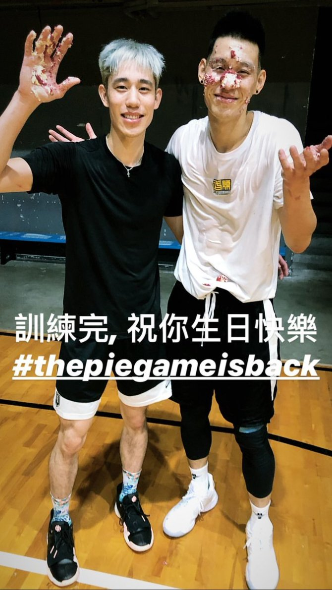 RT @penny10654 Happy Birthday to Jeremy Lin @JLin7 !!!!🤣🤣🤣 生日快樂!!!!  📸 : via @Joelinsta IG Story The pie game is back!