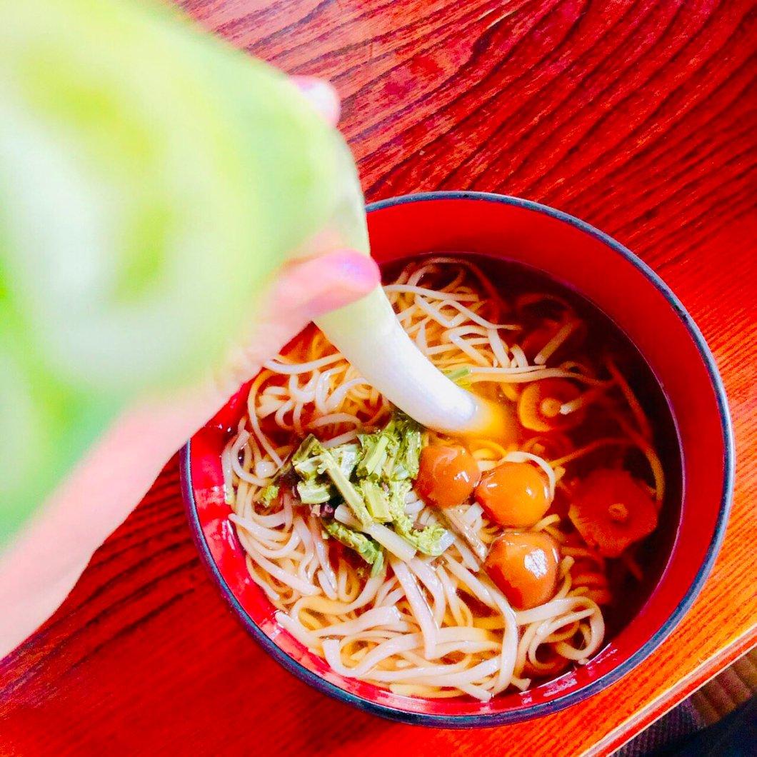 test ツイッターメディア - 福島の #大内宿 に行ってきました✨😊  #ネギ蕎麦 有名ですよね^^  箸の代わりネギ笑 面白かったです^^  #福島観光 #福島旅行 https://t.co/sJNwN8UHha