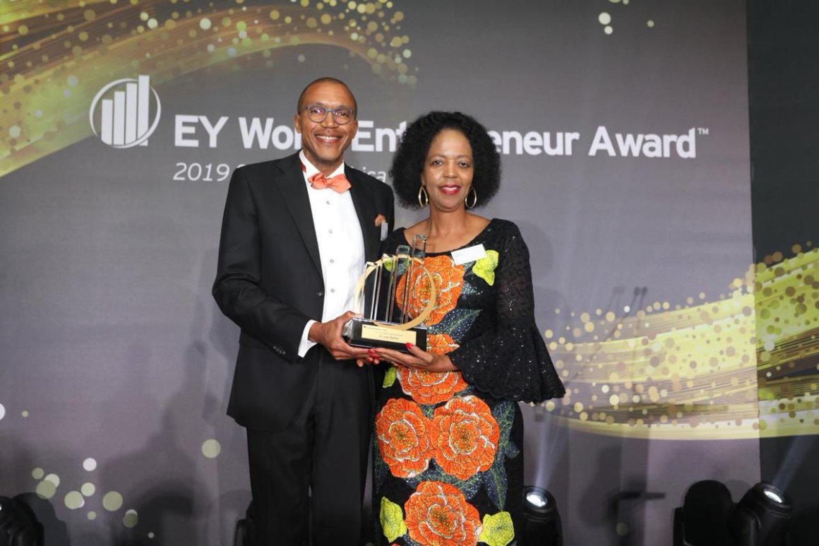 "EY Africa awarding Dr Judy Dlamini with the ""Lifetime Achievement Award for Entrepreneurship"""