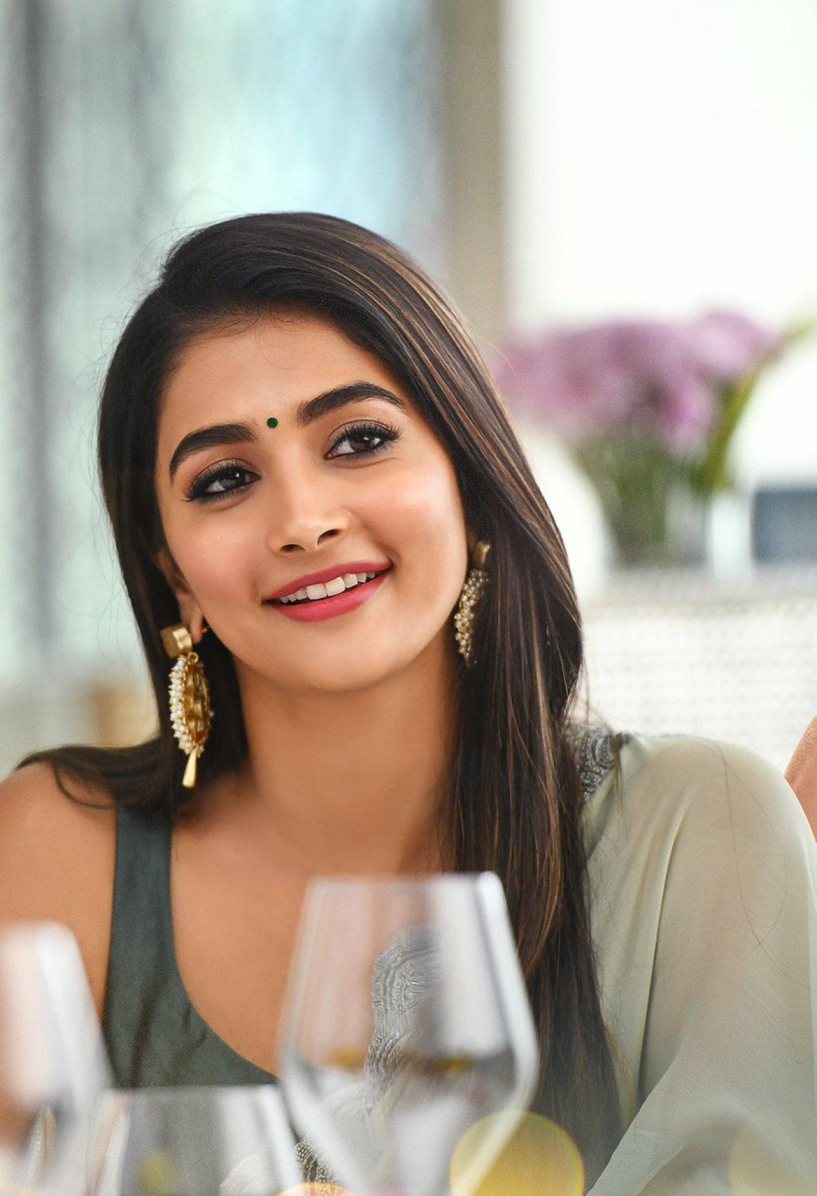 """pooja hegde fc 💗 on Twitter: """"@hegdepooja is stunning in this elegant look  😍😍😍😍 #ButtaBomma #AlaVaikunthapurramuloo #PoojaHegde… """""""