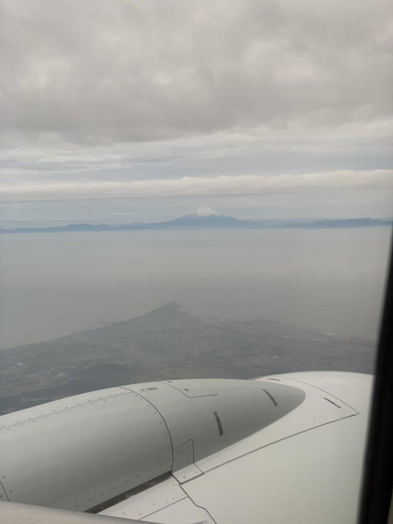 test ツイッターメディア - 鹿児島旅行より帰宅中、飛行機から富士山みえる!  曇ってりのが残念(´・∀・`) https://t.co/XtjNHDSG4X