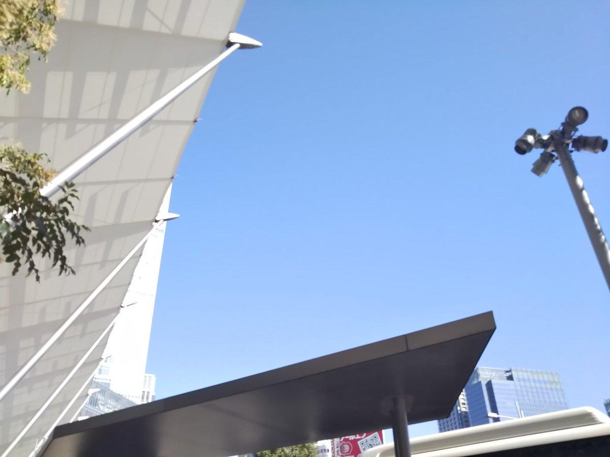 test ツイッターメディア - 今日の東京駅から見上げた空✨大阪に帰ってきたんだけどエスカレーター…右?左?ヤバいだんだん 東京に慣れてきた(^^;マイナンバーカード やっと出来上がってきたけど 年末年始で受けとれないなぁ~にしても受け取り予約も超面倒いさて一週間 頑張ります‼️ https://t.co/a6kf3nIzHw