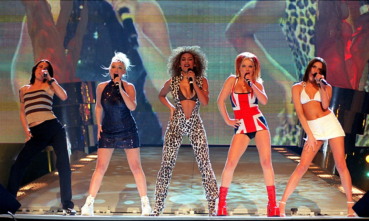 """The Telegraph on Twitter: """"🎤 The Spice Girls and Geri's Union Jack dress  (1997) Ginger Spice Geri Halliwell performing in a Union Jack minidress  became one of the defining images in British"""