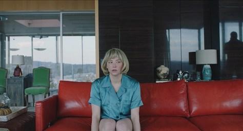 Haley Bennett in de rol van haar leven als Hunter in Swallow recensie op Cinema bij je Thuis door Lumière