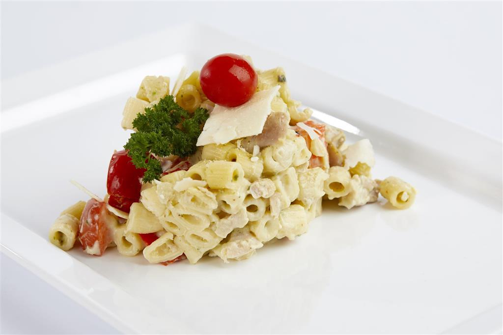 Heerlijk penne kip pesto in roomsaus met kaas. Mini penne met malse kipdij in een romige saus van pesto en Italiaanse ingrediënten zoals paprika, basilicum en oregano. Benieuwd naar ons maaltijdconcept? Vraag ons naar de mogelijkheden. https://t.co/OIi2tGPK68
