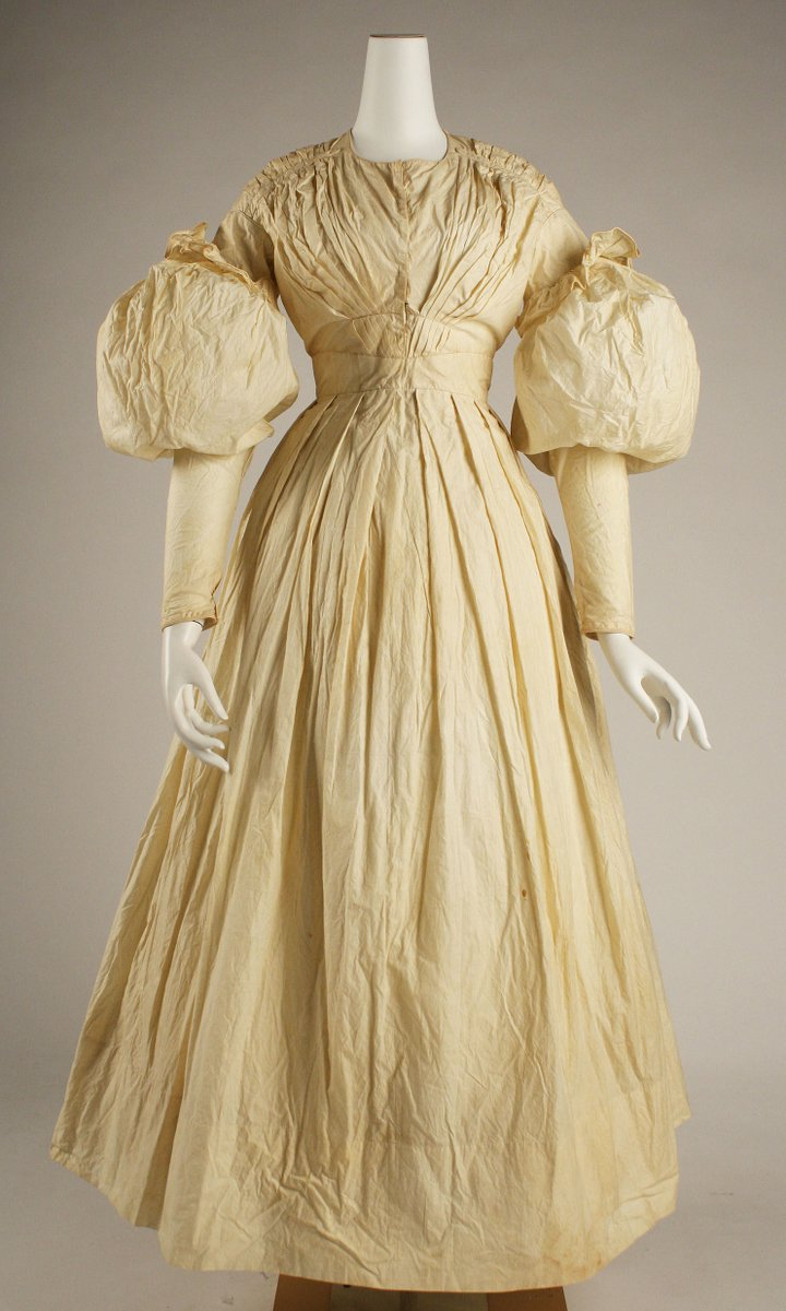American morning dress, cotton. Another pleated beauty, one color, all white cotton. Big bubble sleeves on this one.