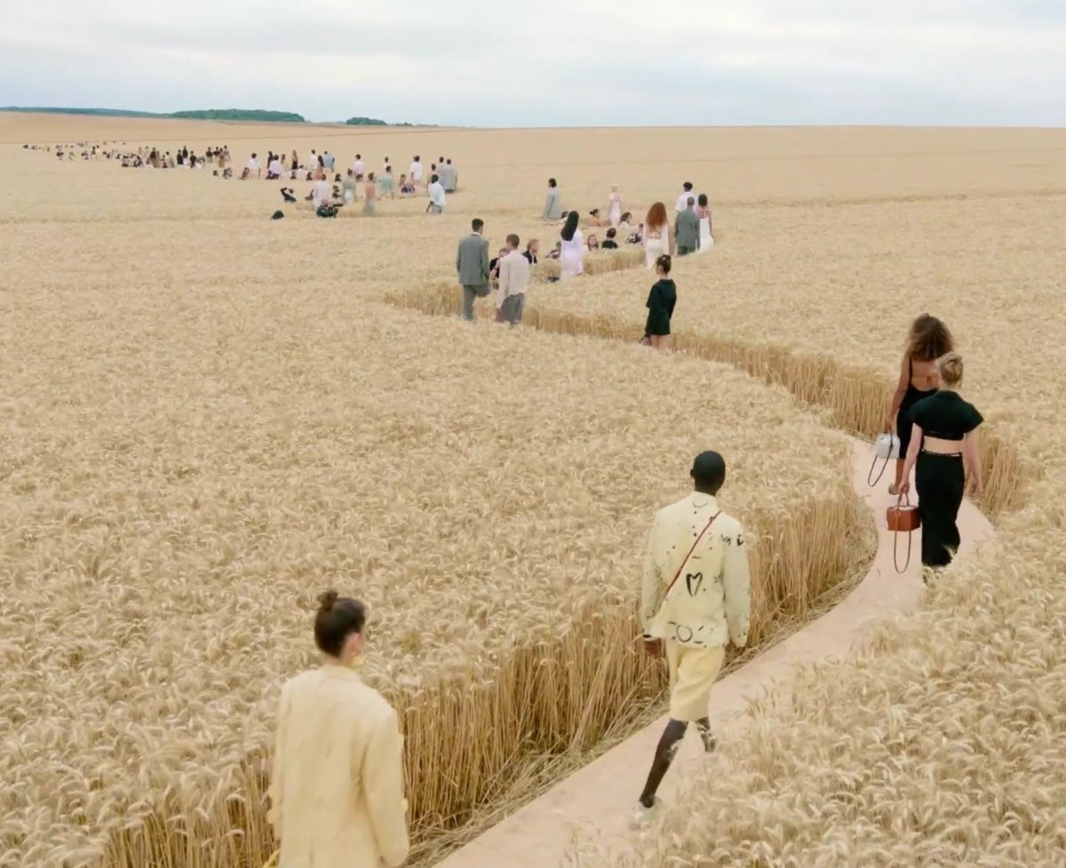 """𝚋𝚎𝚕𝚕𝚊 on Twitter: """"the whole jacquemus ss21 atmosphere is to die for… """""""