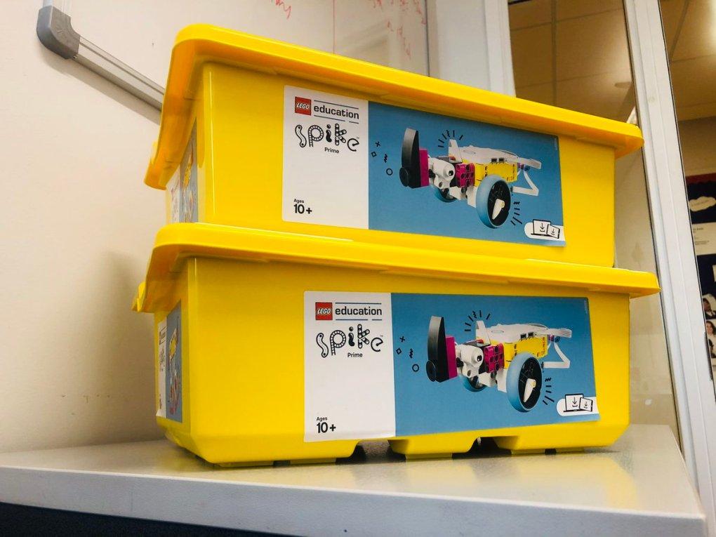 EnMr19EXEAMhNKD - Raising Robots - LEGO Education SPIKE Prime, MINDSTORMS & WeDo 2.0