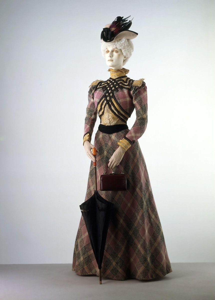 Tartan day dress: V&A ©Victoria and Albert Museum, London (1897)