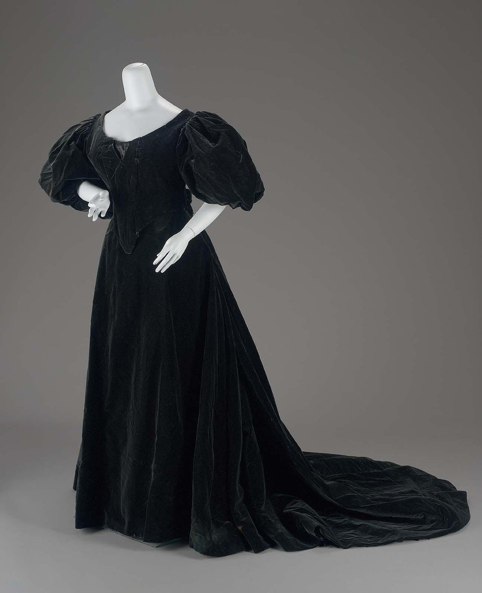 Via Boston MFA - Midnight blue/black velvet in two pieces. Dress (possibly for mourning) with large puffed-sleeve bodice and trained skirt.