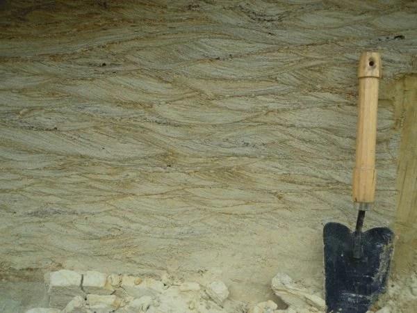 01_34_warstwowanie przekątne rynnowe - osady fluwioglacjalne, through cross bedding - fluvioglacial deposits, Ujście, 2014, K. Skolasińska