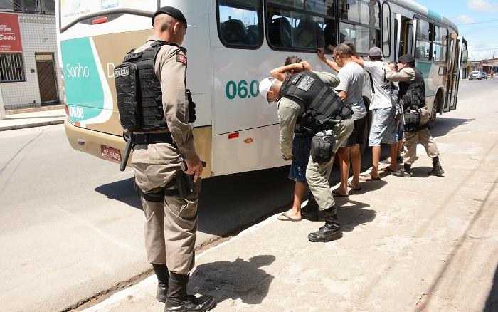Resultado de imagem para Polícia Militar intensifica operação com abordagens a ônibus nos últimos três meses do ano