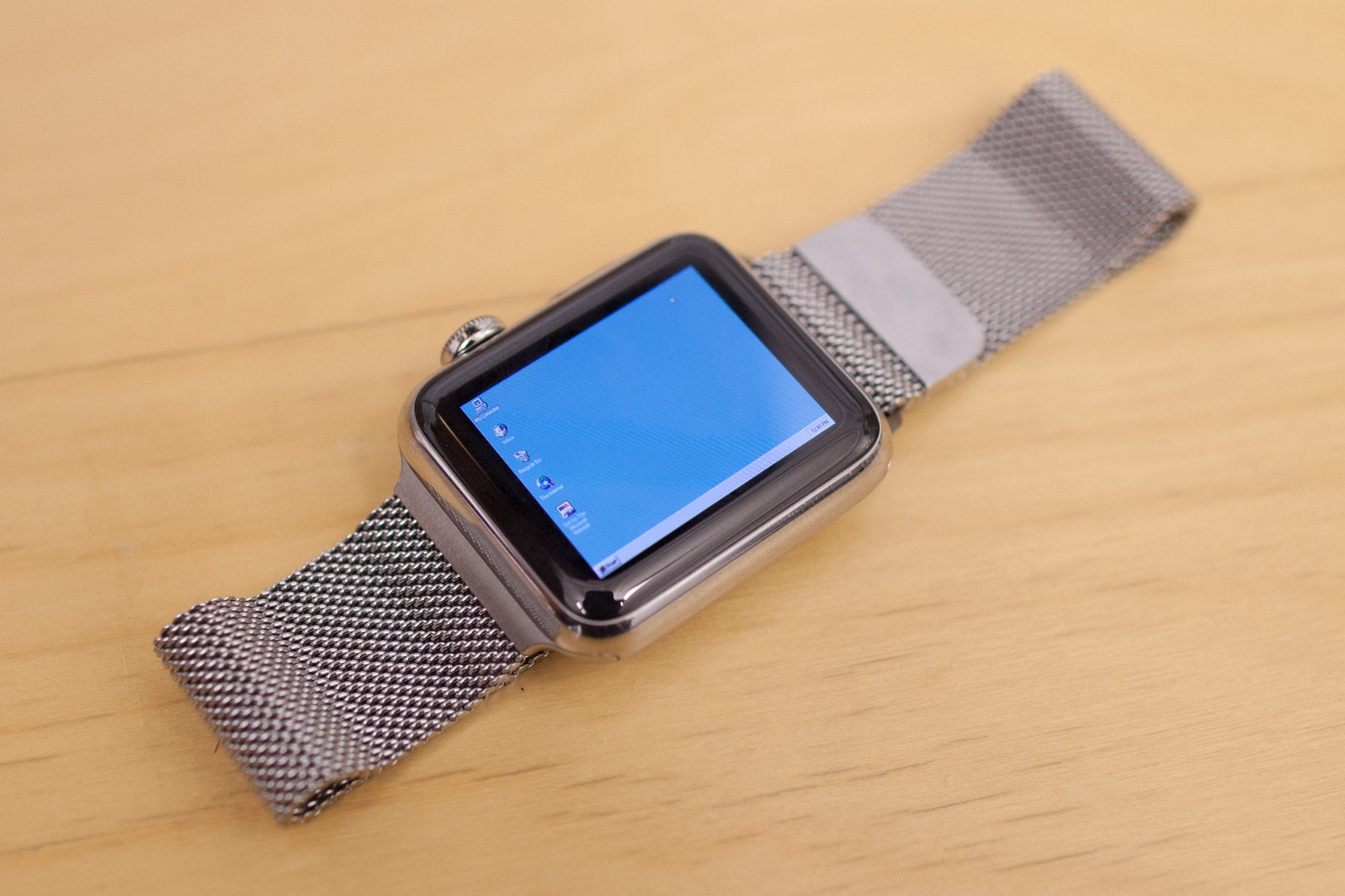 Apple WatchでWindows 95が起動する