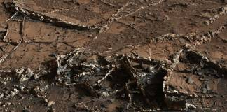 NASA Curiosity Rover demonstrates mineral veins on the surface of Mars