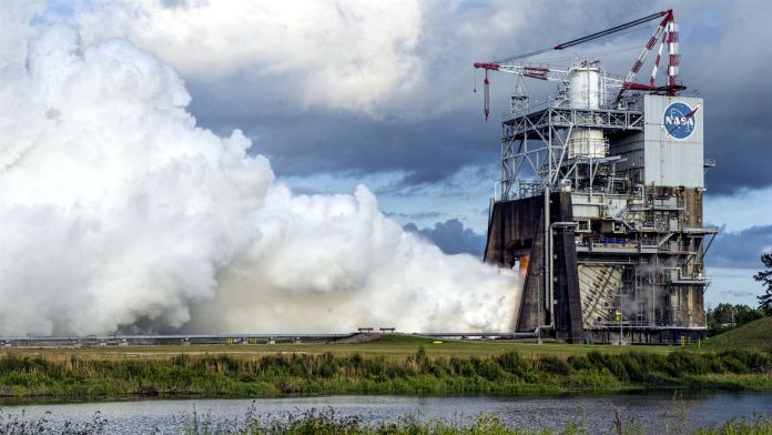 RS-25 rocket engines