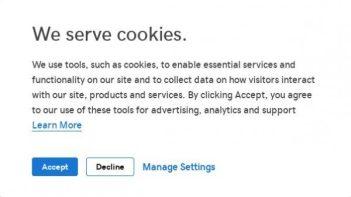 図8−1:最初に受信したメール本文内のリンクにアクセスすると、「クッキーの利用」を有効にするようにうながされるので、「Accept」をクリック。(普通はしないこと。)