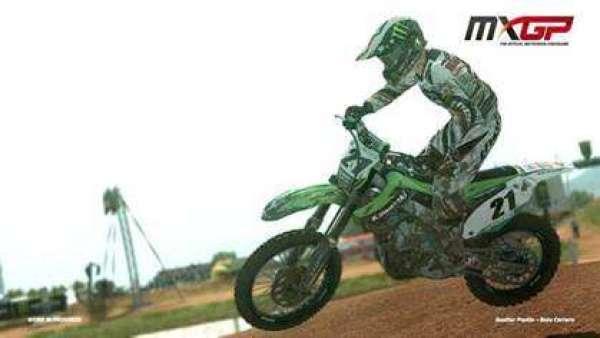 תמונת הרוכב על אופנוע המוטוקרוס