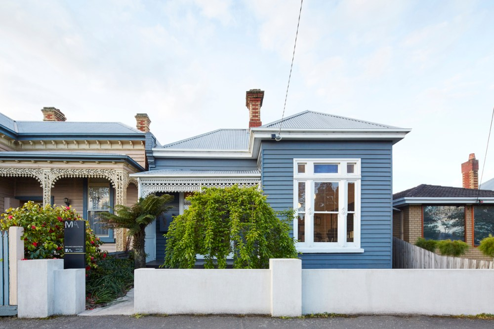 Weatherboards – also known as clapboard, bevel siding and lap siding – are traditionally available in timber, and nowadays also in aluminium, fibre-cement, metal, acrylic and vinyl.