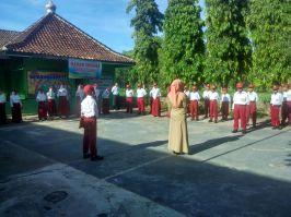 Upacara Rutin SD Muhammadiyah Bedoyo