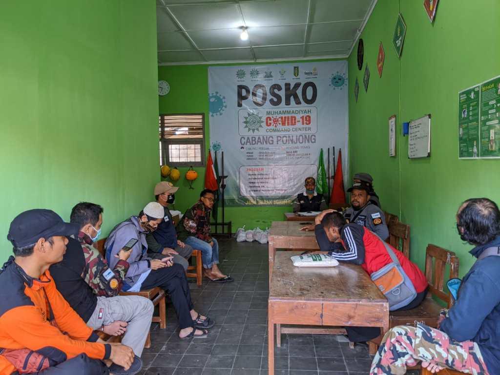 Koordinasi Selepas Kegiatan Pagi Berbagi Masker di Pasar Bedoyo