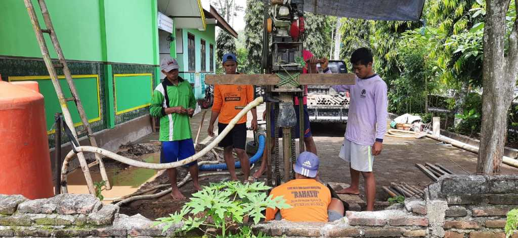 Alhamdulillah Pelaksanaan Program Pembuatan Sumur Bor di SD Muhayo Lancar