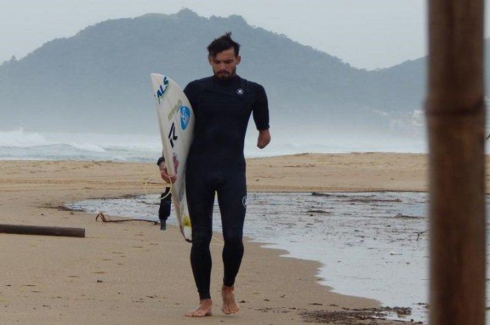 Surfista de Itajaí lança campanha para arrecadar fundos para competir no Campeonato Mundial de Surf Adaptado