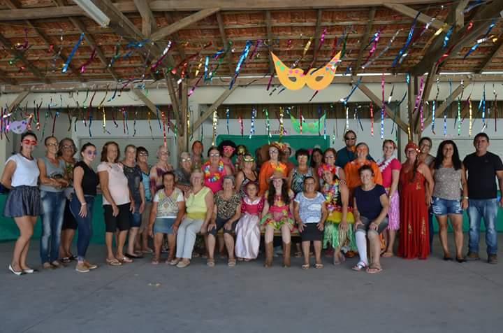 Produtoras rurais de Camboriú celebram carnaval com Tarde à Fantasia