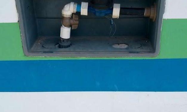 Instalação de caixa-padrão beneficia consumidores de água em Camboriú