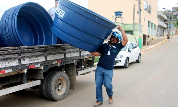 Águas de Camboriú doa mais 40 caixas d'água em diferentes bairros